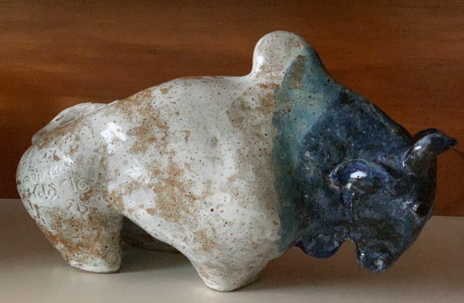 Touro em cerâmica
